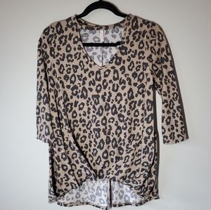 Leopard Print High Low 3/4 Length Top Size Small